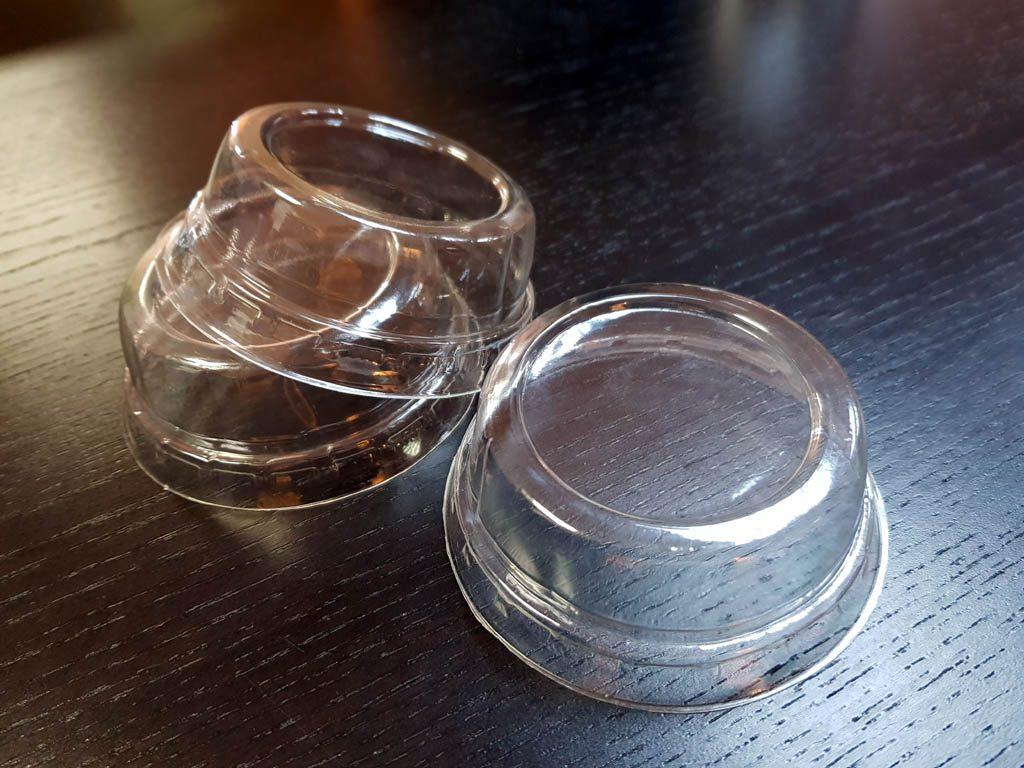 Capace plate din plastic transparent pentru pahare din hartie si plastic 3