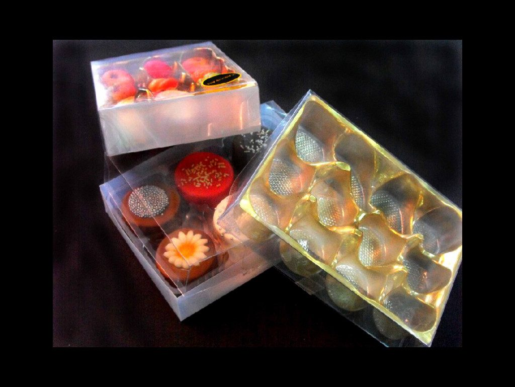 Chese si cutie plastic bomboane din martipan