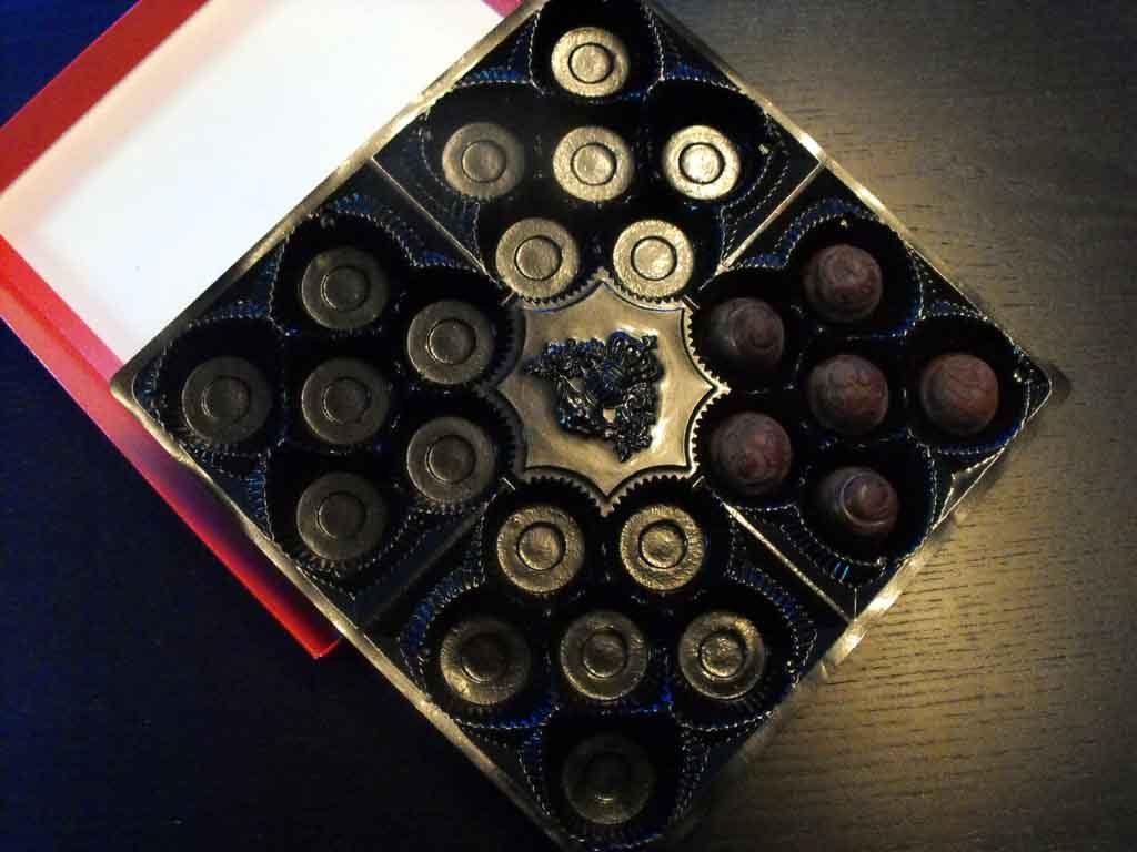 Cutie si chesa bomboane ciocolata praline
