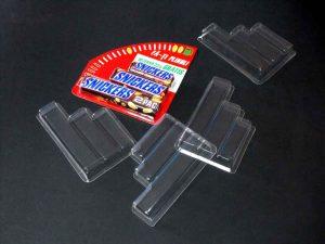 Blistere din plastic transparent (model 4138) pentru promotie batoane ciocolata Snickers.