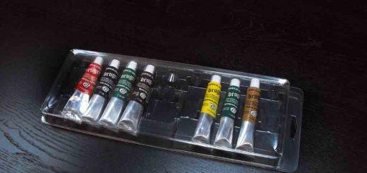 Blistere plastic cu tuburi acrilice pentru pictura (32ml/tub) + un flacon diluant