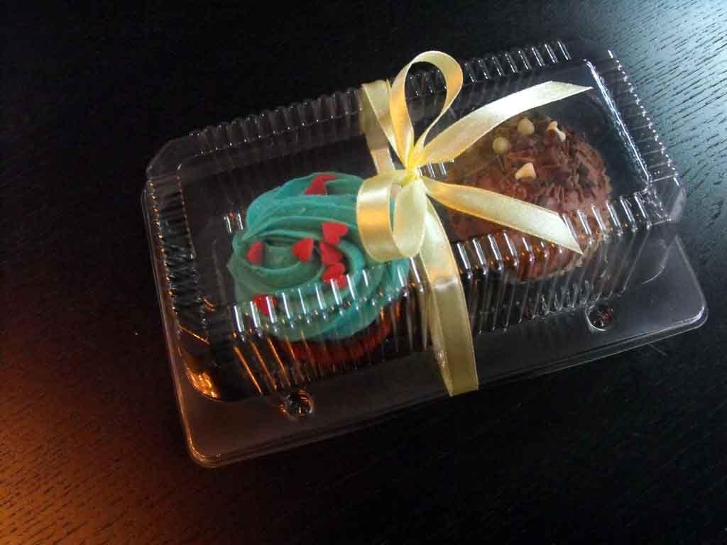 caserola doua compartimente cu 2 cupcakes personalizata cu funda galbena