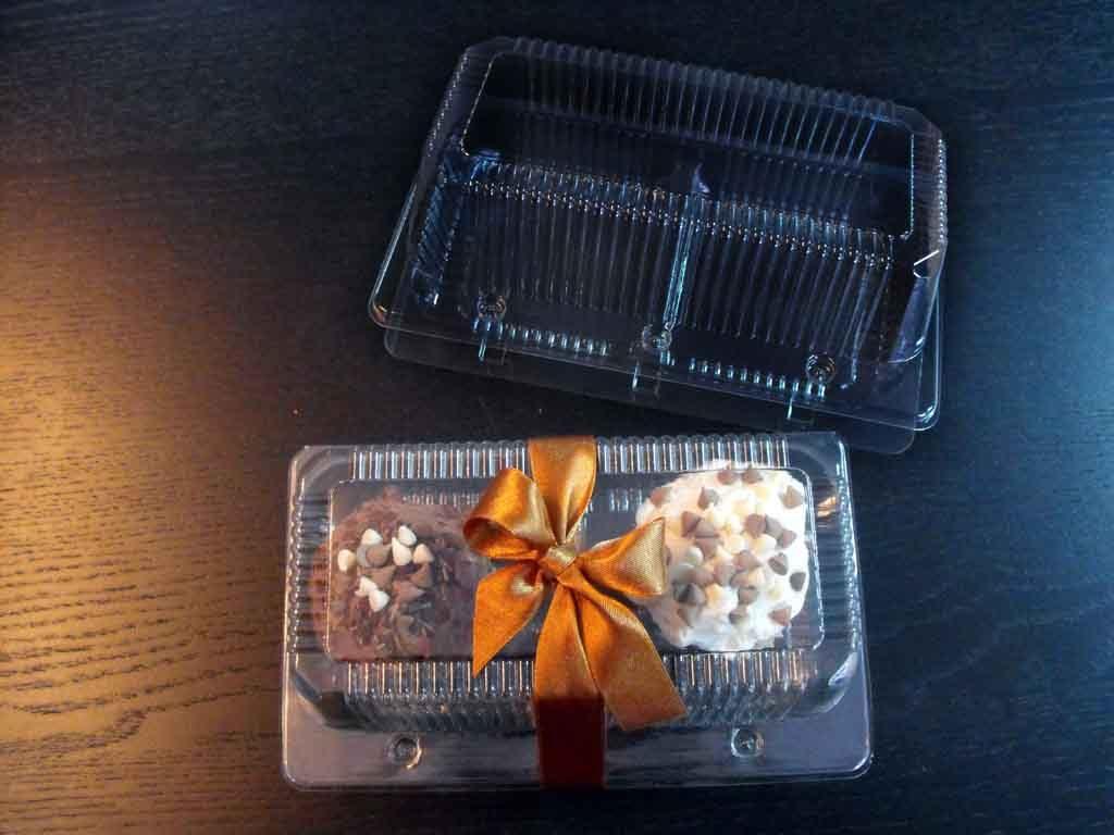 caserola doua compartimente cu 2 cupcakes si funda maro