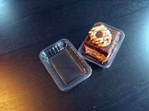 Caserole din plastic (model Tip Top mica – 4090) pentru o amandina etc.