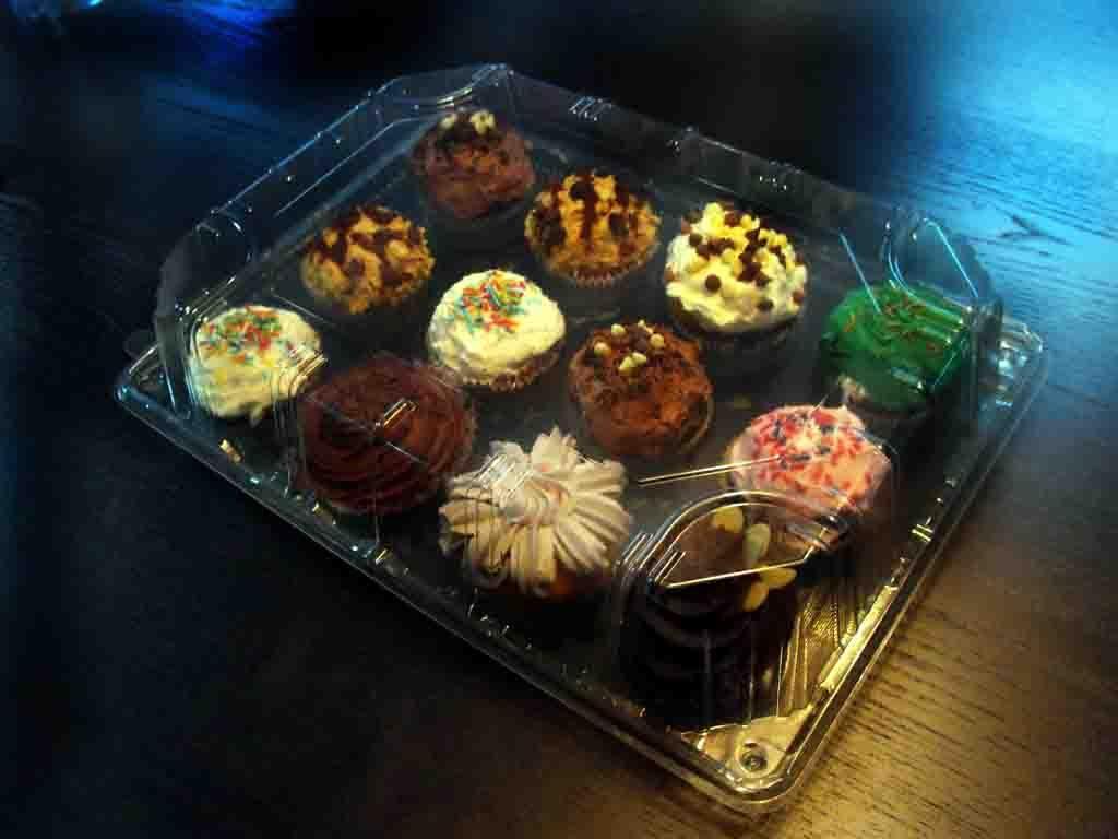 caserola prezentare 12 muffins