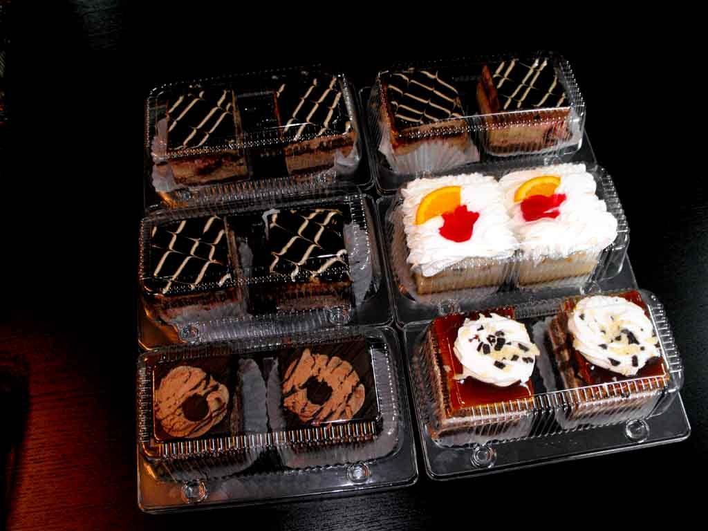 caserole plastic compartimentate 2 prajituri asortate inalte