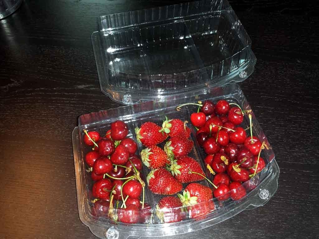 caserole plastic compartimentate pentru fructe
