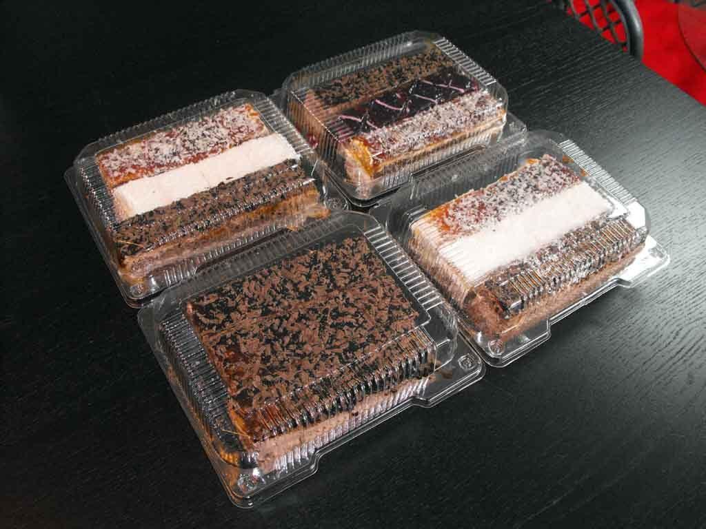 caserole plastic pentru miniprajituri asortate