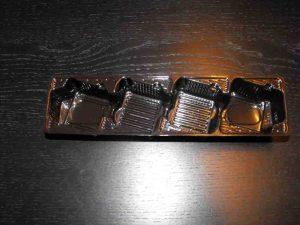 Chese plastic cu 4 alveole inclinate pentru biscuiti cu ciocolata