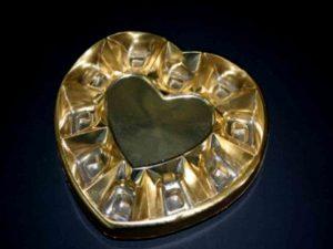 Chese plastic in forma de inimioara pentru bomboane etc.