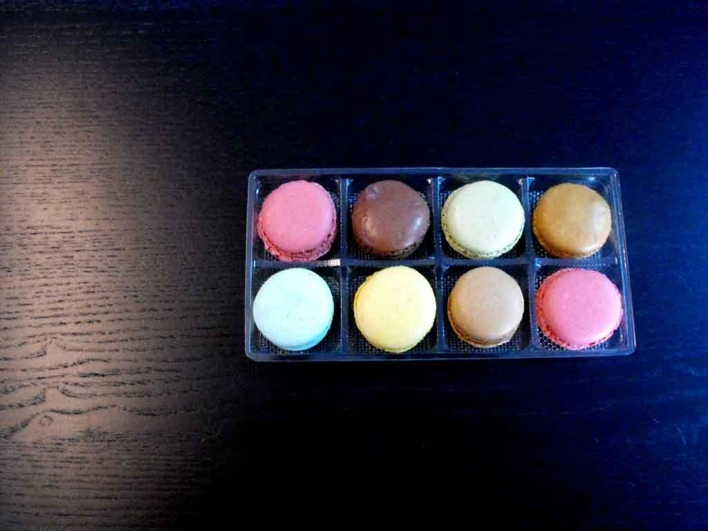 chesa plastic 6 macarons 3