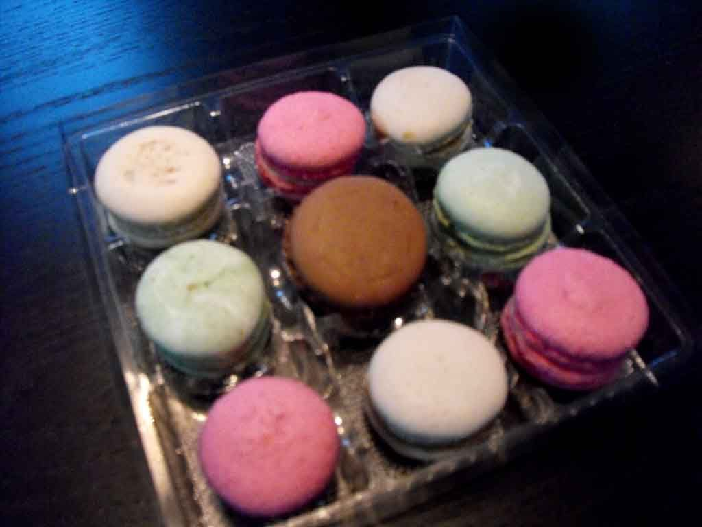 chese plastic 9 macarons, chese plastic in cutie