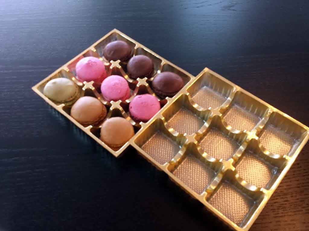 chese plastic auriu pentru macarons,chese cu macarons