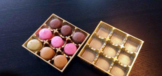 Chese plastic aurii cu 9 alveole pentru Macarons.