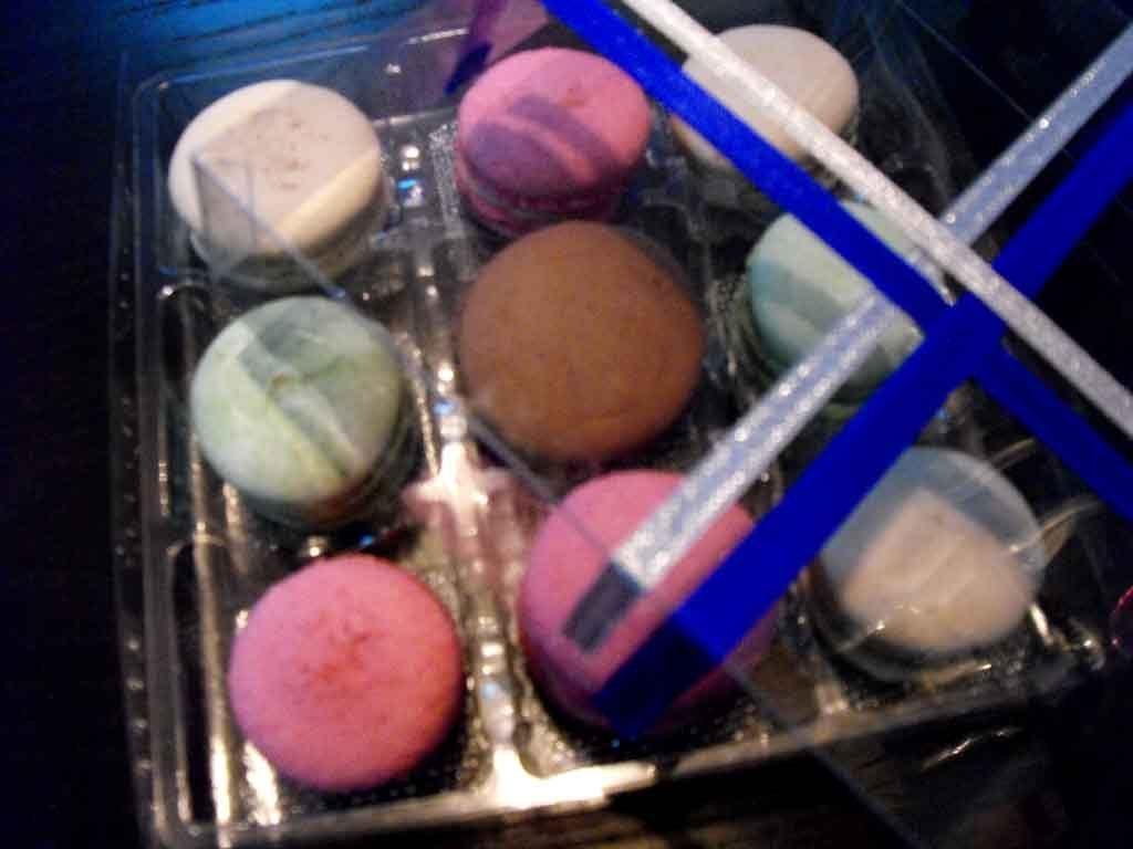 chese plastic macarons, chese plastic in cutie transparenta cu funde