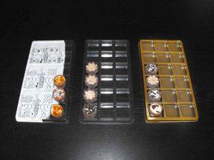 Chese universale din plastic cu 18 alveole pentru praline, bomboane etc.