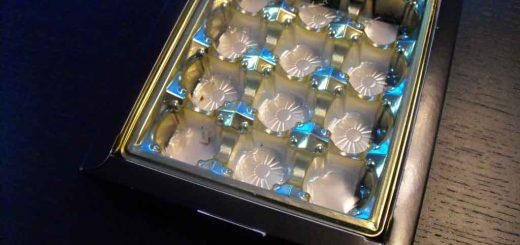 Chese aurii din plastic cu 12 alveole pentru bomboane