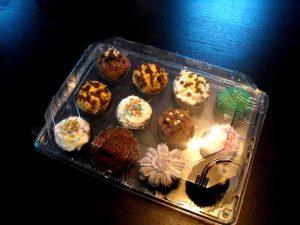 Tavi plastic cupcakes, tavi plastic muffins, tavi prajituri