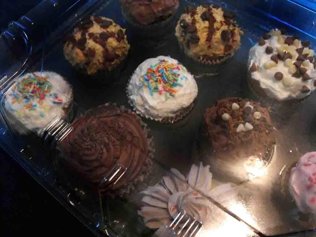 cutie prezentare 12 muffins detaliu
