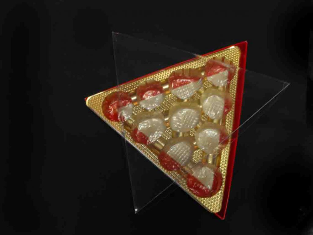 cutii transparente triunghiulare bomboane