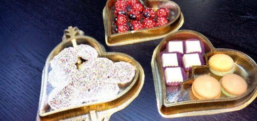 Chese forma inimioare pentru ambalarea diverselor produse alimentare (bomboane, figurine ciocolata, mix alune, arahide, caju) sau nealimentare (margele, figurine ceara), cu ocazia zilei de 1 Martie, 8 Martie, Valentine's Day etc.