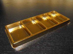 Chese aurii cu patru compartimente pentru tablete din ciocolata.