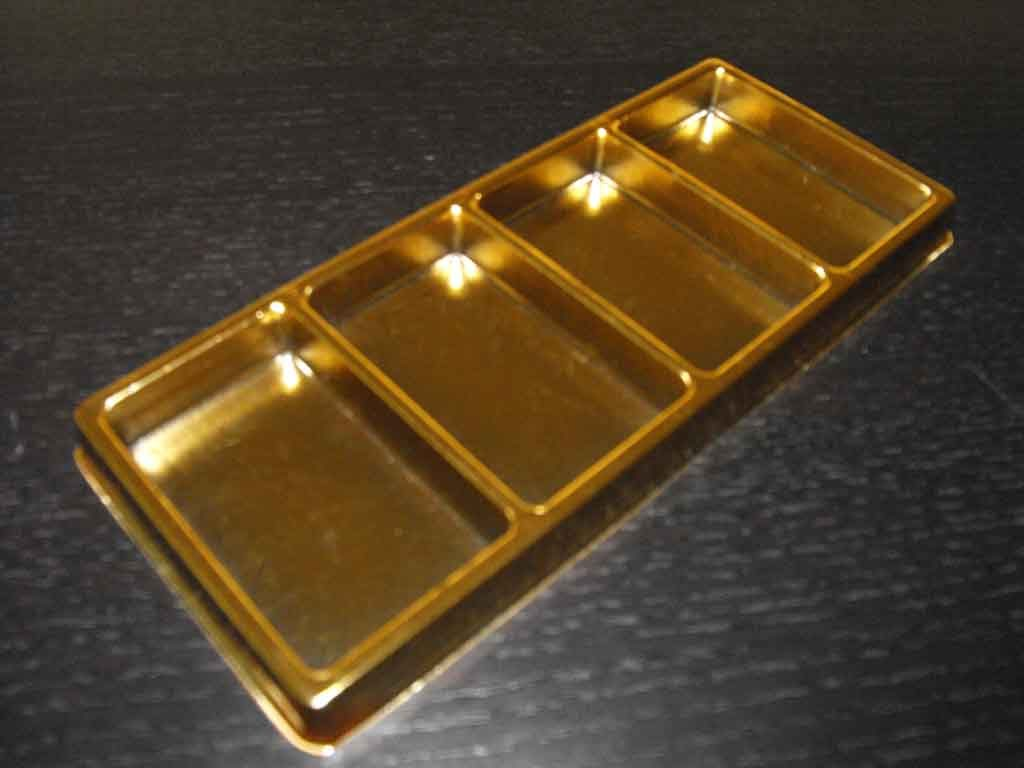 tavi plastic auriu