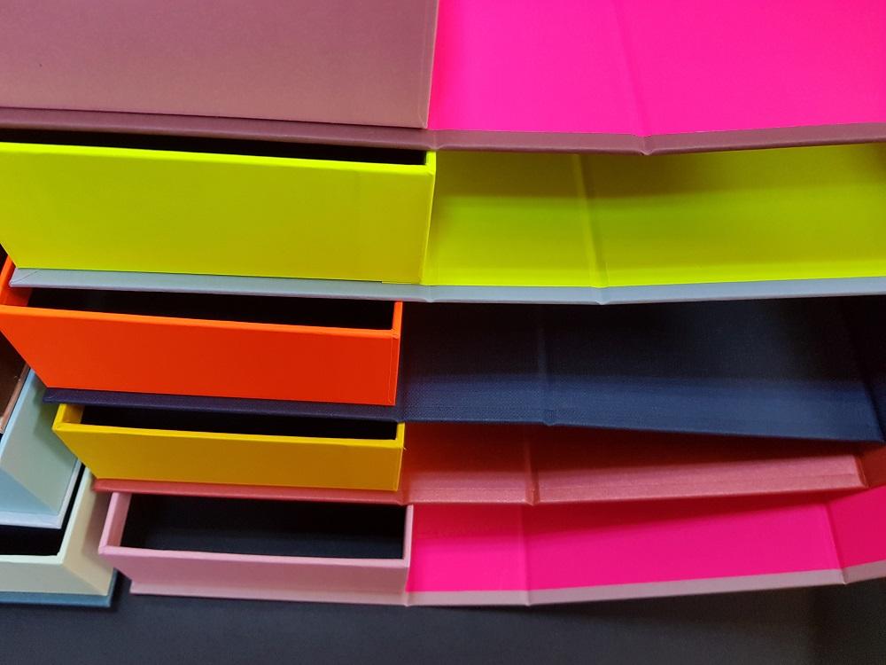 Cutii colorate cu magnet (model 6081) (12)